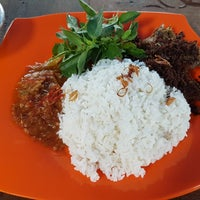 Photo taken at Nasi Bebek Rasela by V-L!X . on 2/21/2018