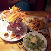 Photo taken at Bubba Gump Shrimp Co. by Dee G. on 6/11/2013