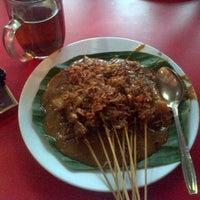 10/27/2012 tarihinde Daru C.ziyaretçi tarafından Sate Padang Ajo Ramon'de çekilen fotoğraf