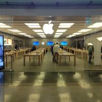 Photo taken at Apple Parquesur by Mehmet Deniz S. on 4/3/2013