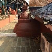 Photo taken at Makam Sunan Gunung Jati by Irawan on 10/30/2014