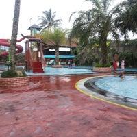 Photo taken at Splash Waterpark by Ratna N. on 5/24/2014