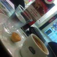 Photo taken at Café Do Ponto by Fernando X. on 12/29/2012