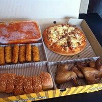 Photo taken at Pizza Hut Raub by Marife C. on 3/17/2014