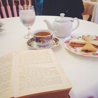 Photo taken at Tea with Tracy by Mayuri J. on 11/29/2014