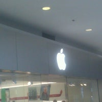Photo taken at Apple Pentagon City by Kyle M B. on 11/29/2012