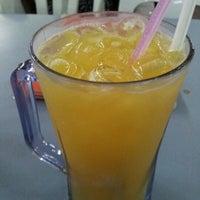 Photo taken at Amat Burger & Jus Buah Gelas Besar by Zaza A. on 10/4/2012