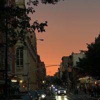 Foto tirada no(a) Bleecker Street por Tom M. em 7/21/2017