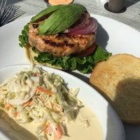 Das Foto wurde bei Wave Seafood Kitchen von Tom M. am 9/22/2018 aufgenommen