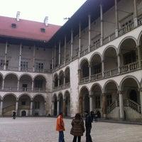 Foto tirada no(a) Zamek Królewski na Wawelu por Zosia K. em 11/24/2012