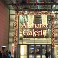 Das Foto wurde bei Altmarkt-Galerie von Kirill G. am 1/7/2013 aufgenommen
