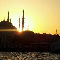 รูปภาพถ่ายที่ Sarayburnu โดย Özcan İ. เมื่อ 9/27/2012
