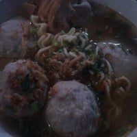 Photo taken at Bakso Gepeng Apotik Rini Rawamangun by Hendro P. on 5/6/2014