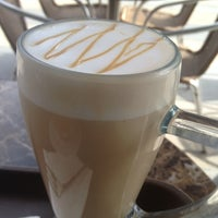 Photo taken at The Coffee Bean & Tea Leaf (香啡缤) by Reini on 7/14/2013