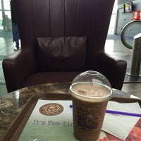 Photo taken at The Coffee Bean and Tea Leaf by Sudip P. on 8/7/2014