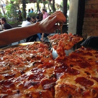Foto tomada en Cancino Pizza por Tiago S. el 3/9/2013