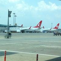 7/27/2013 tarihinde BERTANziyaretçi tarafından İstanbul Atatürk Havalimanı (IST)'de çekilen fotoğraf
