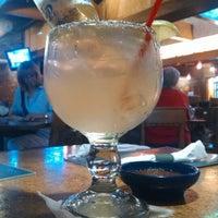 Foto tomada en La Parrilla Mexican Restaurant por Bob R. el 6/24/2014