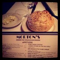 Foto tirada no(a) Morton's por Adam S. em 5/11/2013