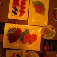 Foto tirada no(a) Sushi Yama por Jullye em 10/1/2012