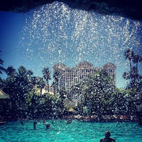 Foto tirada no(a) The Mirage Pool & Cabanas por Mike G. em 9/21/2012