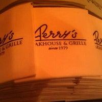 Foto scattata a Perry's Steakhouse da Sarah M. il 10/12/2012