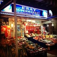 รูปภาพถ่ายที่ Esat Supermarket โดย Z.Yucesoy💫 เมื่อ 3/8/2013