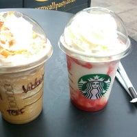 Foto tomada en Starbucks por Dóra B. el 7/21/2013