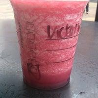Foto tomada en Starbucks por Dóra B. el 7/20/2013