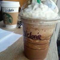 Foto tomada en Starbucks por Dóra B. el 5/25/2013