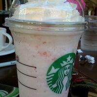 Foto tomada en Starbucks por Dóra B. el 7/17/2013