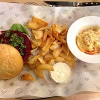 Снимок сделан в Star Burger пользователем Vlad P. 4/2/2015