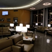 Photo taken at United Club by Bob E. on 8/4/2017