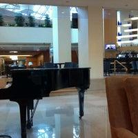Photo taken at Crystal Gateway Marriott by Bob E. on 11/12/2012