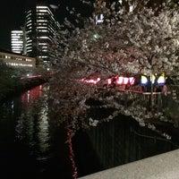 Photo taken at 目黒警察署 下目黒交番 by Mitsuru T. on 4/1/2014