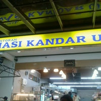 Photo taken at Restoran Nasi Kandar Utara by Shermal on 3/17/2013