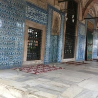 Das Foto wurde bei Rüstem Paşa Camii von Yasemin C. am 11/8/2012 aufgenommen