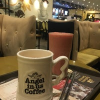 Photo taken at Angel-in-us Coffee by jina H. on 7/11/2018