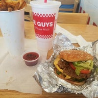 Photo taken at Five Guys by M🎀A👓R🙋I👏 C. on 8/20/2017