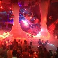 7/20/2013 tarihinde Tolgaziyaretçi tarafından Club Inferno'de çekilen fotoğraf