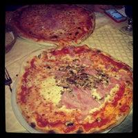 Photo taken at Flash Pizzeria by Veronika S. on 3/20/2013