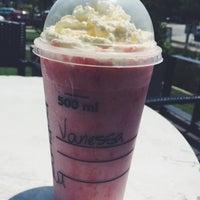 Foto tirada no(a) Starbucks por Vane H. em 12/14/2015