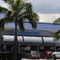 Photo taken at Farmatodo by Cripso P. on 9/13/2013