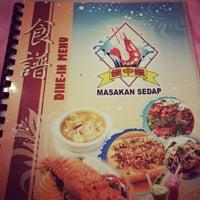 Photo taken at Restoran Masakan Sedap by Ashley R. on 5/13/2012