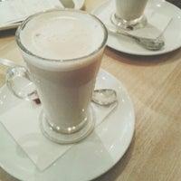 รูปภาพถ่ายที่ Costa Coffee โดย Natalie N. เมื่อ 9/30/2014