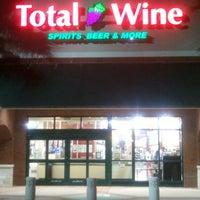 Foto tomada en Total Wine & More por Anderson C. el 9/20/2012
