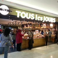 Photo taken at TOUS les JOURS by Nino S. on 9/15/2013