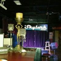 2/23/2016 tarihinde Gina R.ziyaretçi tarafından Skylark Lounge'de çekilen fotoğraf