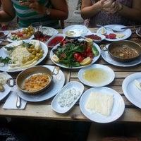 6/22/2013 tarihinde Pınar D.ziyaretçi tarafından Van Kahvaltı Evi'de çekilen fotoğraf