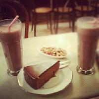 Foto tomada en Café Manuela por Sara B. el 10/2/2012